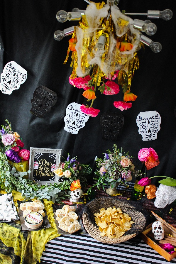 SPOOKILY SIMPLE SUGGESTIONS FOR A HORRIBLY GOOD HALLOWEEN PARTY