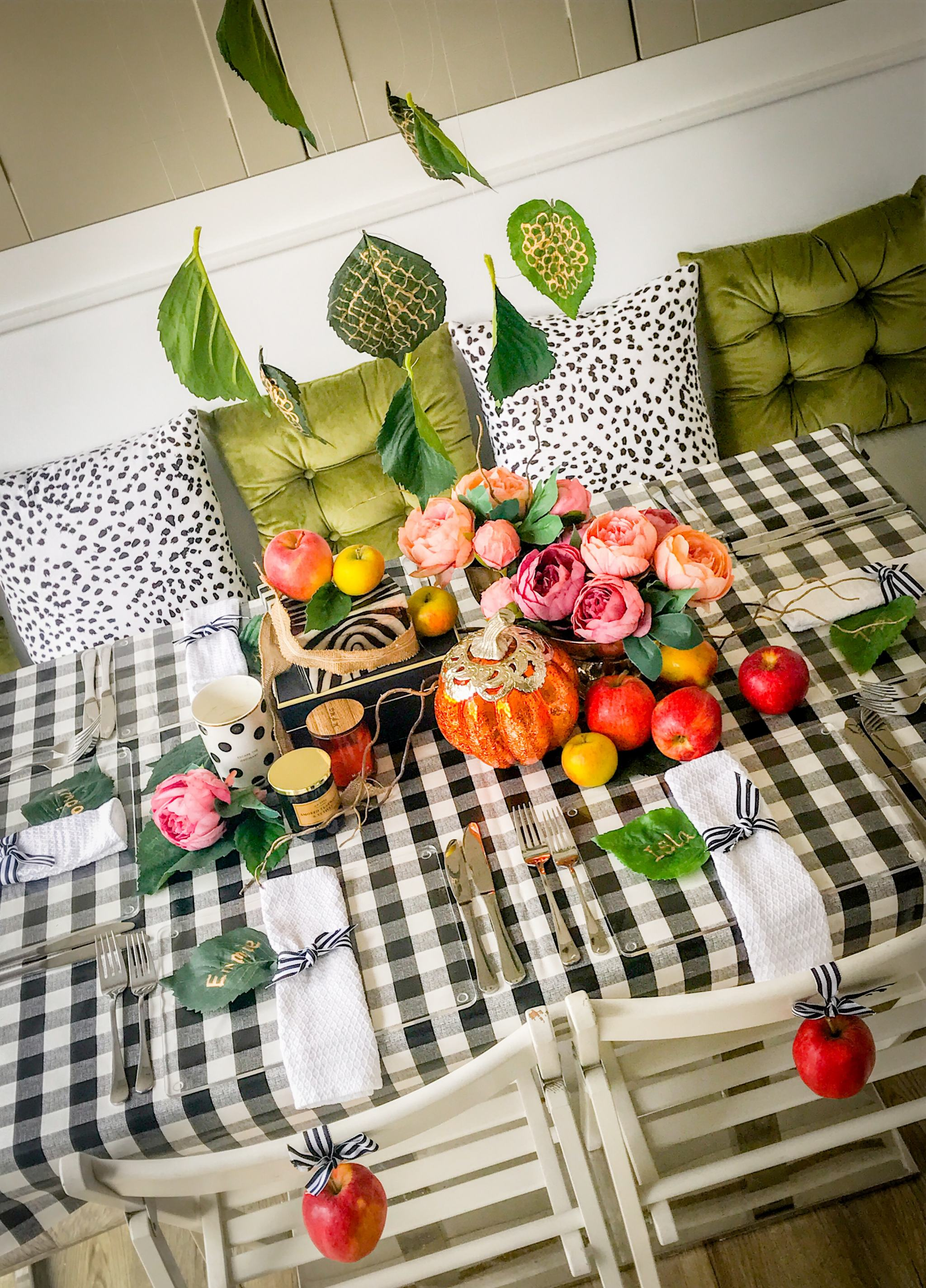 COSY AUTUMNAL TABLESCAPE WITH FALLING LEAVES