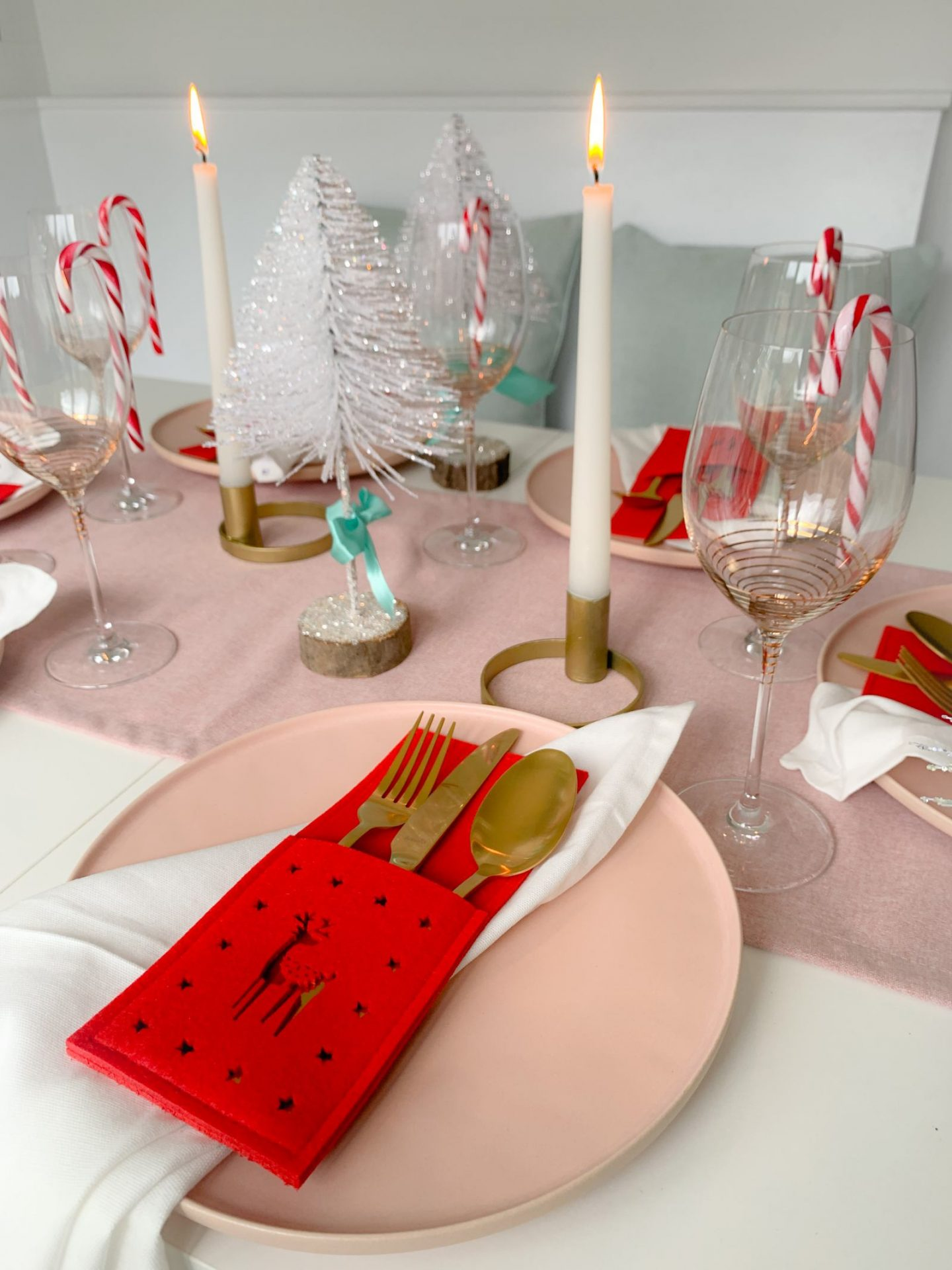 Perfectly pastel Christmas table decor