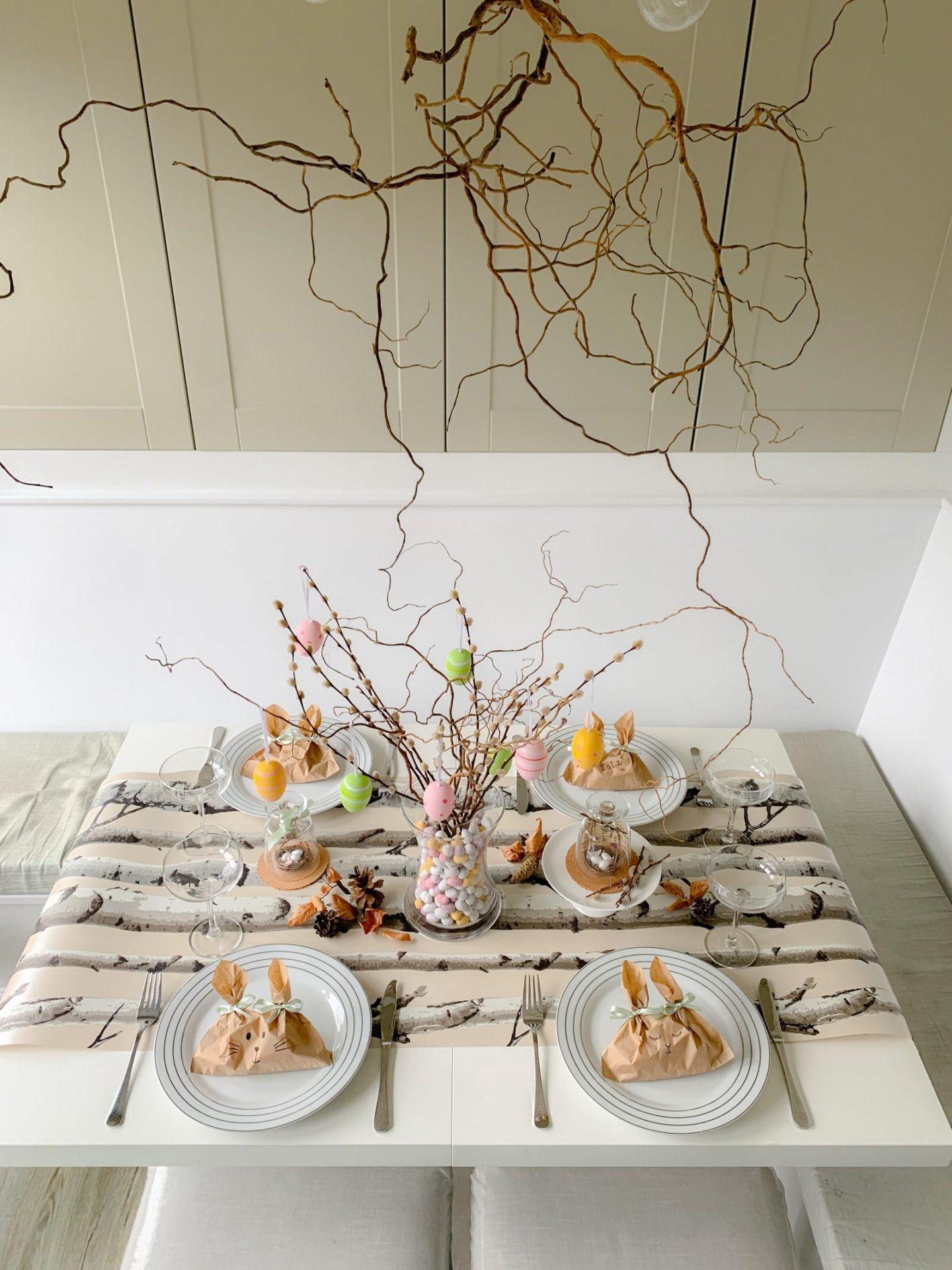 Wallpaper table runners for Easter