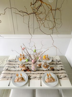 Wallpaper table runners for Easter