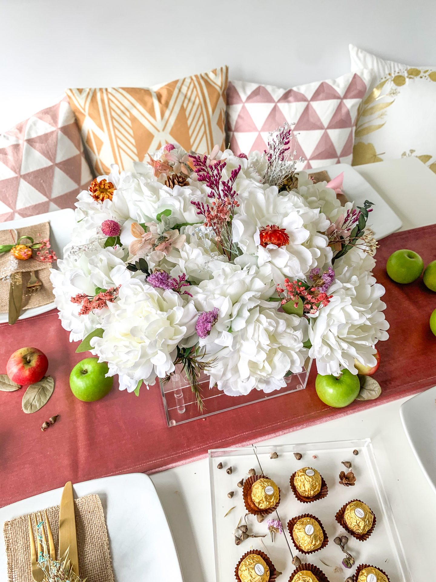 BLUSH PINK AUTUMNAL TABLE STYLING