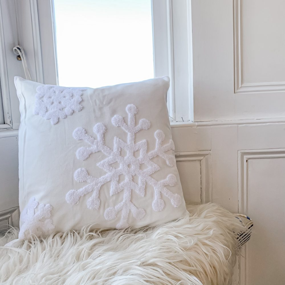 OH SO KEL WINTER SNOWFLAKE TUFTED CUSHION COVER